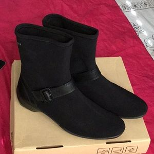 ecco woman ankle boots waterproof 8.5 new box